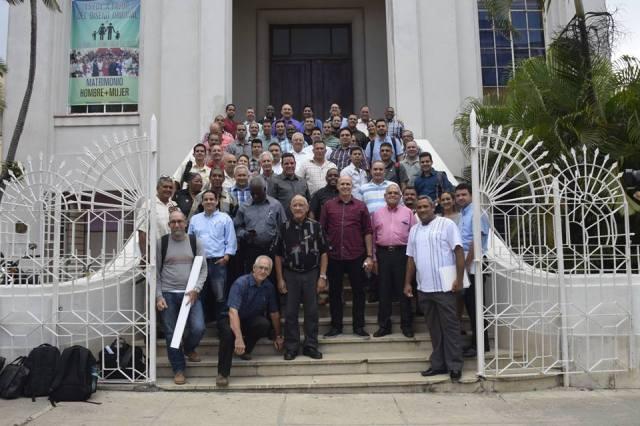 Reunion de lideres evangelicos sobre cambios constitucionales_84_n